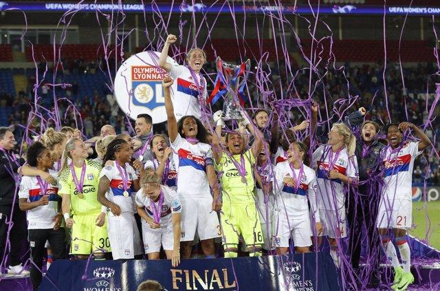 Olympique de Lyon, campeon de la Champions