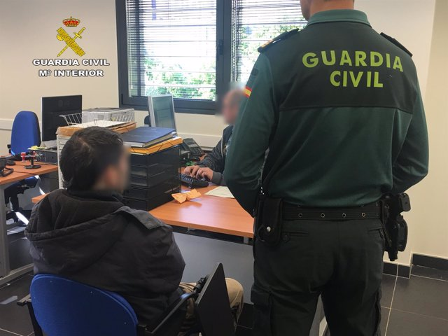 El detenido, en dependencias de la Guardia Civil