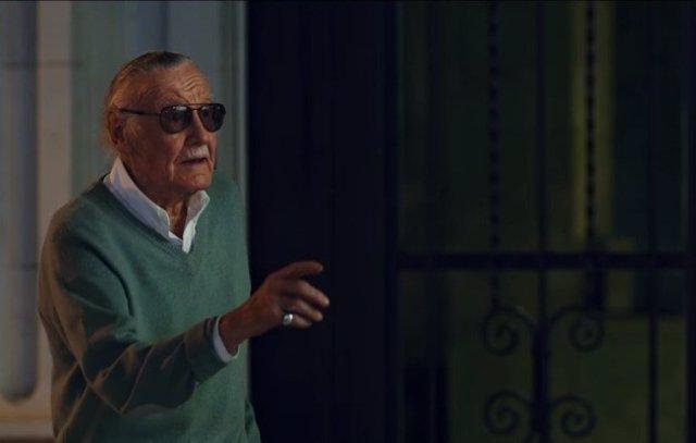 Stan Lee en su cameo en el spot de TV de Spiderman: Homecoming.