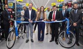 Abre Decathlon Orihuela, decimosexta tienda en la Comunidad Valenciana, que creará 20 puestos de trabajo