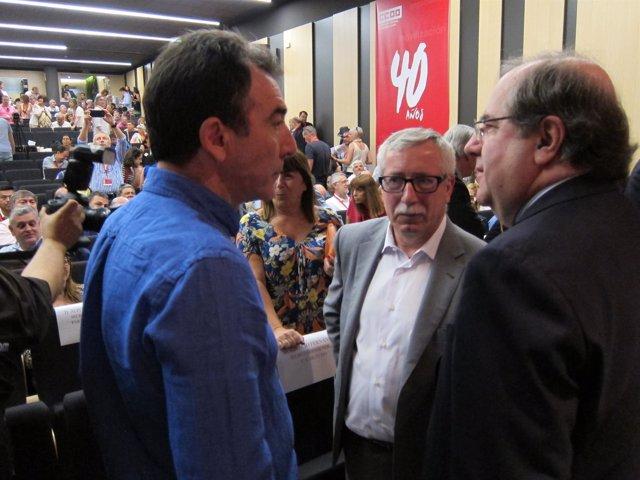 Fernánez Toxo charla con Ángel Hernández y Juan Vicente Herrera