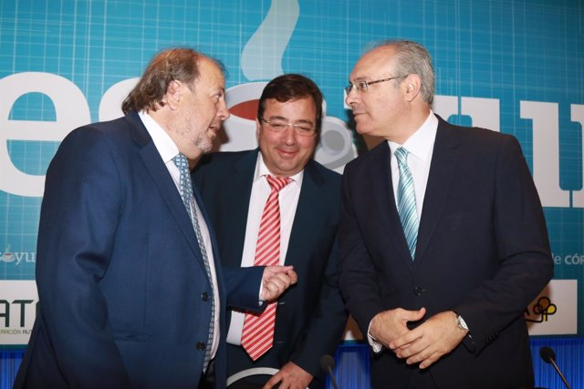 Juan Pablo Durán presenta a Guillermo Fernández Vara en un desayuno informativo