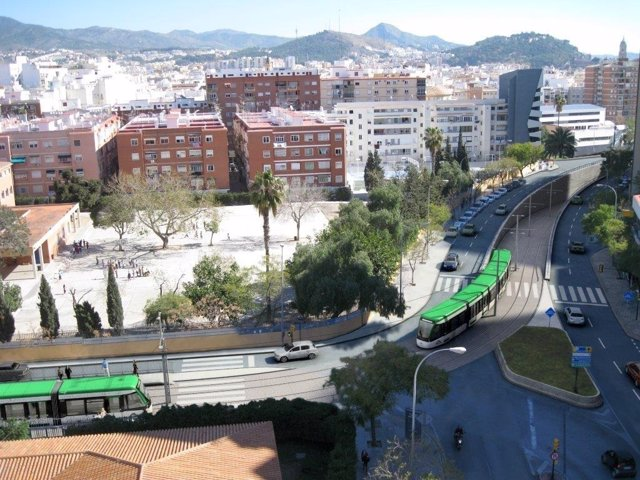 Metro en superficie hacia el Hospital Civil Eugenio Gross y Blas de Lezo
