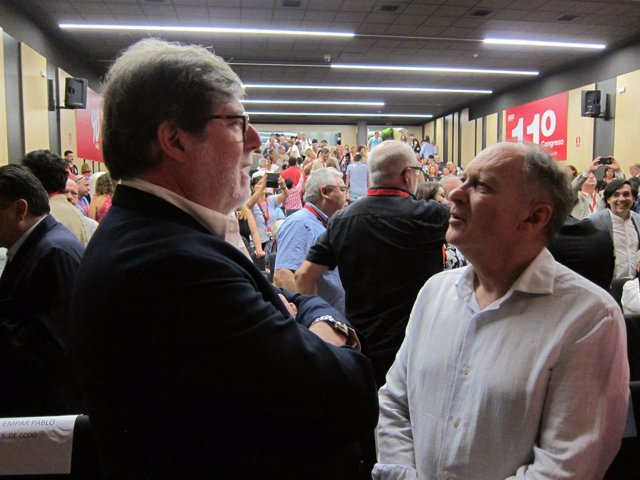 Santiago Aparicio conversa con Faustino Temprano
