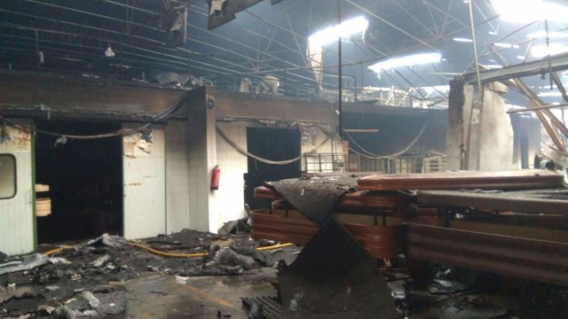 Fábrica de ataudes incendiada