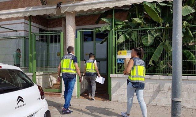 Tres agentes en Torrevieja