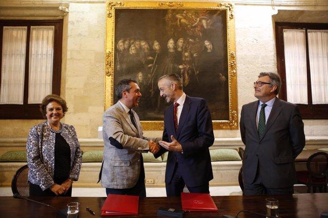 Espadas firma el convenio con Airbus.