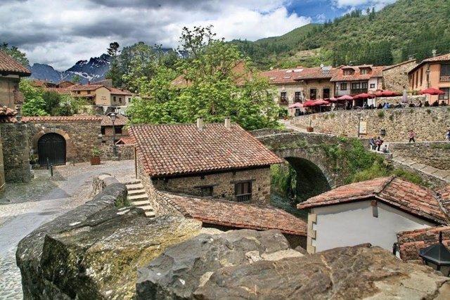 Potes. Liébana. Comarca lebaniega. Pueblo. Población. Casas. Rural. Cantabria.