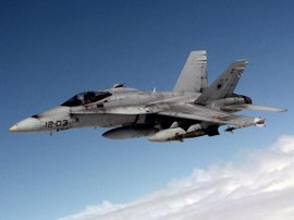 Aviones F-18 del Ejército del Aire sobrevuelan Gran Canaria y Tenerife en un ensayo para el desfile aéreo de este sábado