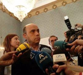 "Echávarri, ""decepcionado"" con Marzà por mantener el calendario escolar 2018 solapado con Fogueres"