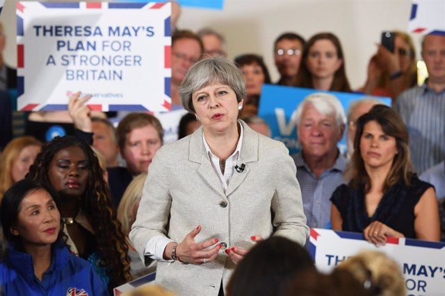 Theresa May en un acto electoral