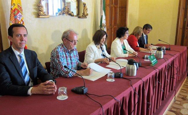 La consejera de Igualdad de la Junta firma convenios con alcaldes de Almería