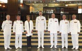 Felipe VI y don Juan Carlos vuelven a la Escuela Naval de Marín