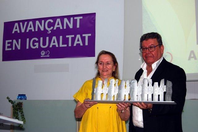 Amelia Valcárcel recibe el premio 'Avançant en Igualtat`' de UGT PV