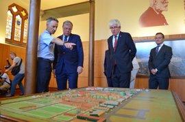 Una exposición en la Casa Botines recorre los 25 años de historia de la Academia Básica del Aire de León