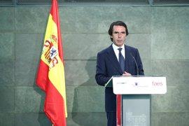 """Aznar pide hacer frente a la deuda y acometer una reforma fiscal para ofrecer a la clase media un trato """"justo"""""""