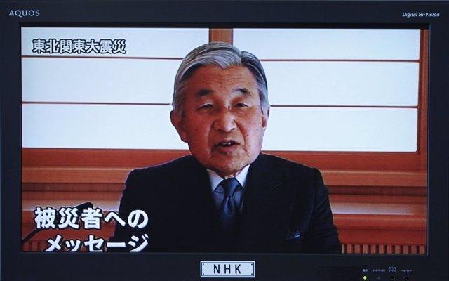 El emperador de Japón, Akihito, habla en televisión