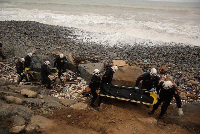 Recuperan cuerpos de soldados muertos en playa Marbella, Perú