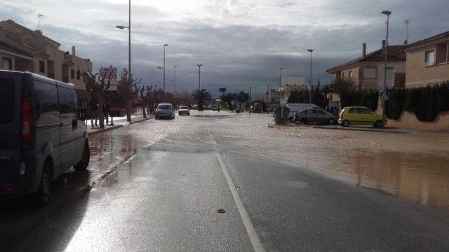 Carretera inundada, inundaciones, lluvias, riadas