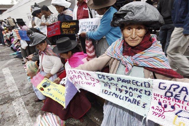 Familiares de desaparecidos en Perú