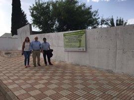 Diputación ayuda al Ayuntamiento de Carboneros (Jaén) para sustituir el muro perimetral de su piscina municipal