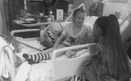 Ariana Grande visita a los heridos del atentado de Mánchester