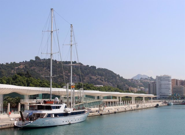 Primera Escala del buque Panorama II en el puerto de Málaga