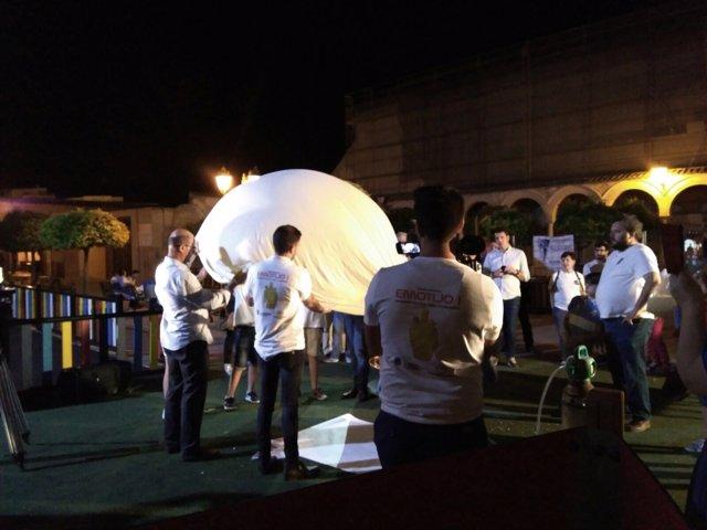 Lanzamiento en globo de un botijo en La Rambla (Córdoba)
