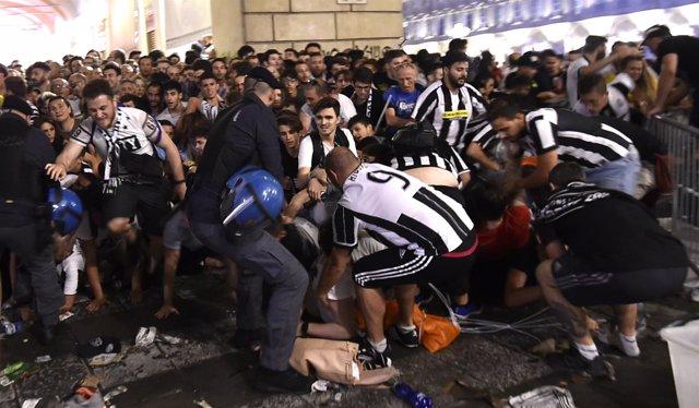 Una avalancha deja al menos 200 heridos en una plaza de Turín