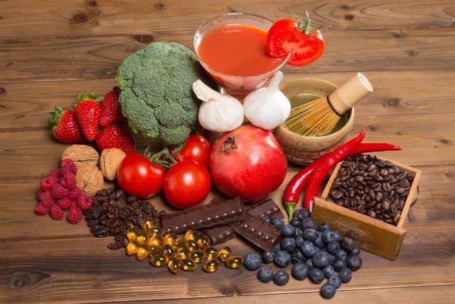Alimentos antioxidantes, tomate, brócoli, chocolate, café, fresas, arándanos