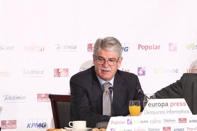 El ministro Alfonso Dastis en el Desayuno de Europa Press