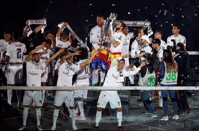 El Real Madrid celebra la undécima con el Bernabéu