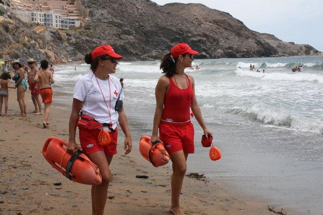 Cruz Roja comienza su actividad de vigilancia y salvamento en playas