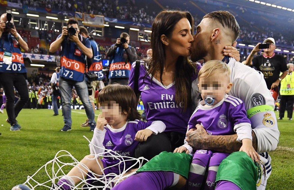 Sergio Ramos y pilar rubios con sus hijos en Cardiff