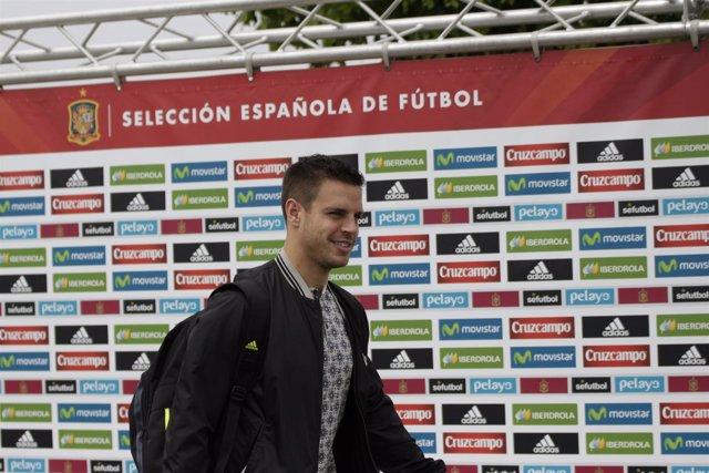 César Azpilicueta en la llegada a la concentración de la selección de fútbol