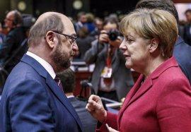 El SPD recorta distancias, pero sigue a más de 10 puntos de la CDU de Merkel