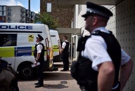 La Policía realiza registros en dos viviendas en el este de Londres en relación con el atentado del sábado