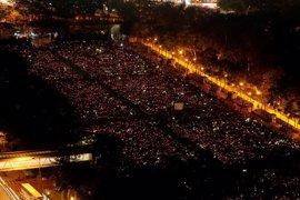 Alrededor de 110.000 personas participan en una vigilia en Hong Kong en recuerdo de la masacre de Tiananmen