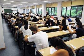 Casi 31.000 estudiantes se examinan de la nueva EvAU, muy similar a la Selectividad