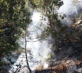 Controlado el incendio en las faldas de El Yelmo en Segura de la Sierra