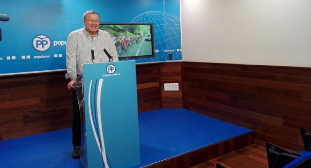El diputado del PP, Francisco Bernabé, en la rueda de prensa