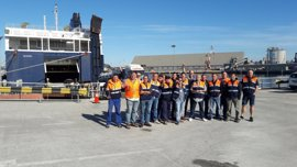 La huelga de la estiba paraliza la actividad del Puerto de Santander