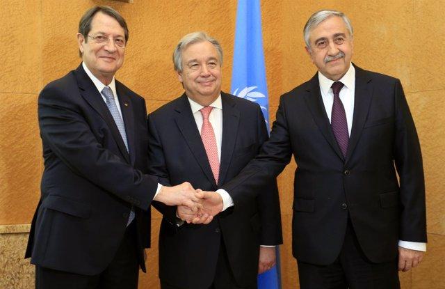 Nicos Anastasiades, Mustafá Akinci y Antonio Guterres