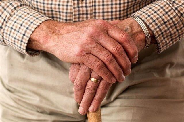 Imagen de archivo de uan persona mayor
