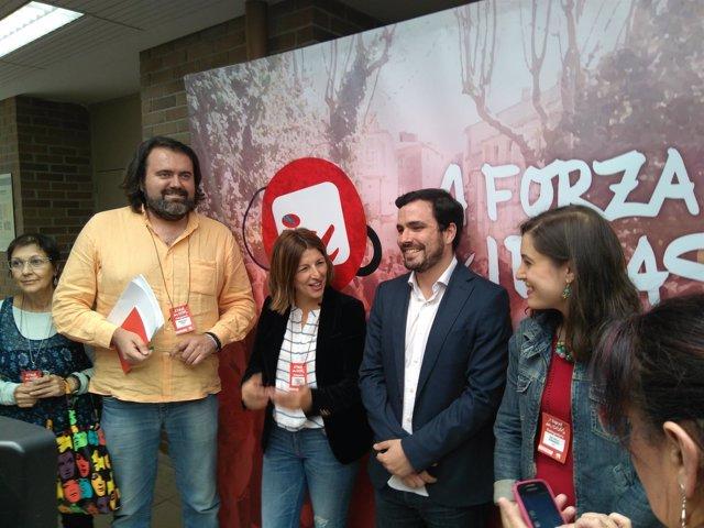 El coordinador federal de IU, Alberto Garzón, junto a miembros de EU