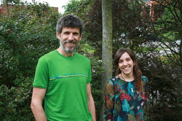 Los investigadores de la Universidad de Oviedo Isabel Donoso y Daniel Garcia.