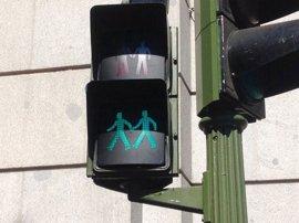 Madrid instala permanentemente semáforos igualitarios, paritarios e inclusivos que se extenderán por 21 municipios