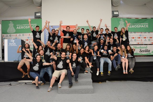 Foto de familia del Sevilla Startup Weekend Aeroespacial