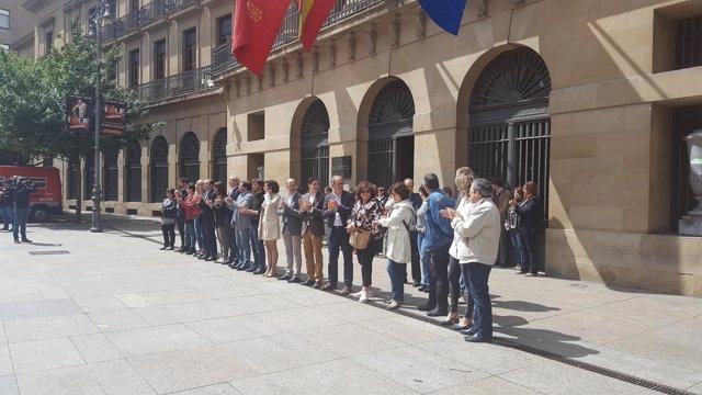 Concentración frente al Palacio de Navarra.