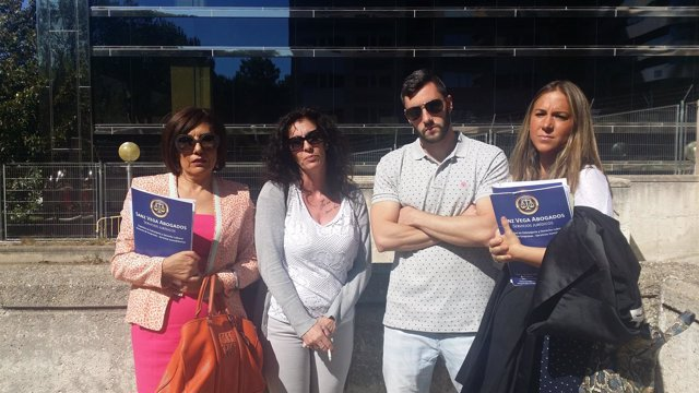La familia de la víctima y sus abogadas